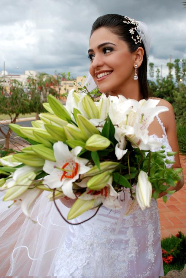 Janine - Buquê de lírios- Foto Leila Vieira